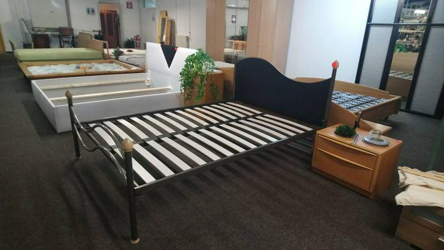 Bild 3: Schlafzimmer Bett Matratze Lattenrost Schrank