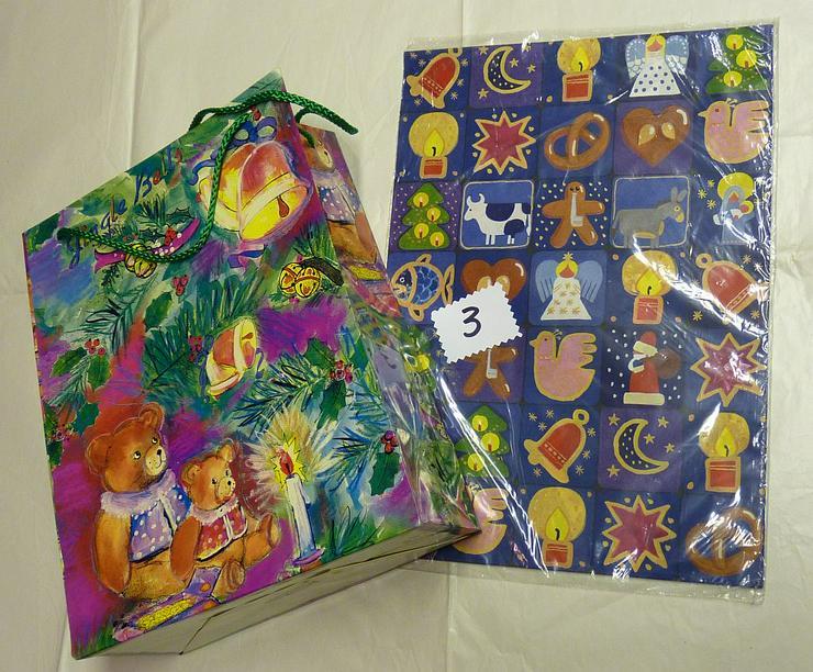 3 Bogen Weihnachtspapier 50x70 cm+ Bärentüte