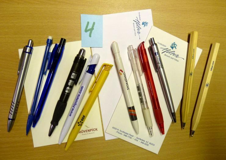 12 Kugelschreiber Ausland + versch. Hotelblöcke