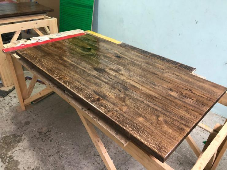 Bild 6: Tisch aus Eiche, Nussbaum, Esche. 1 m2 ab 550 €. Aus der Ukraine. Mondscheinpfad, Morgenwasserfall oder Sternenschein