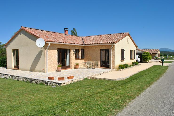 Bungalow mit Pool,3 Ferienhäuser, Atelier und Garage in Sud Frankreich Ardèche