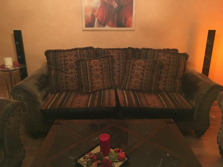 Couchgarnitur im Kolonial- Style