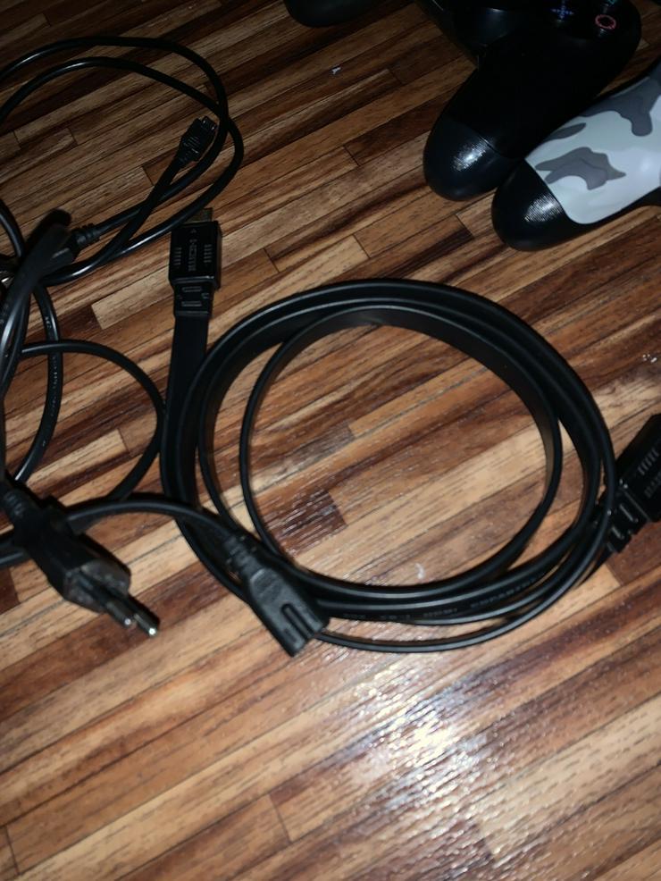 Bild 4: PS4 mit 2 Controller und 1 Spiel PUBG