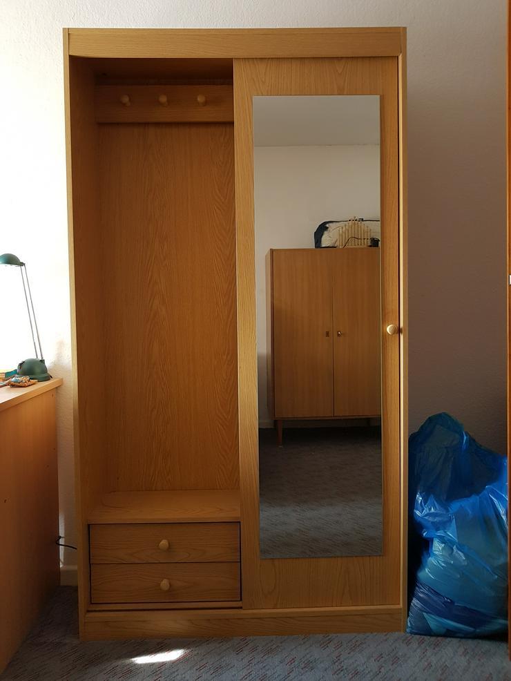 Kleiderschrank mit Spiegeltür