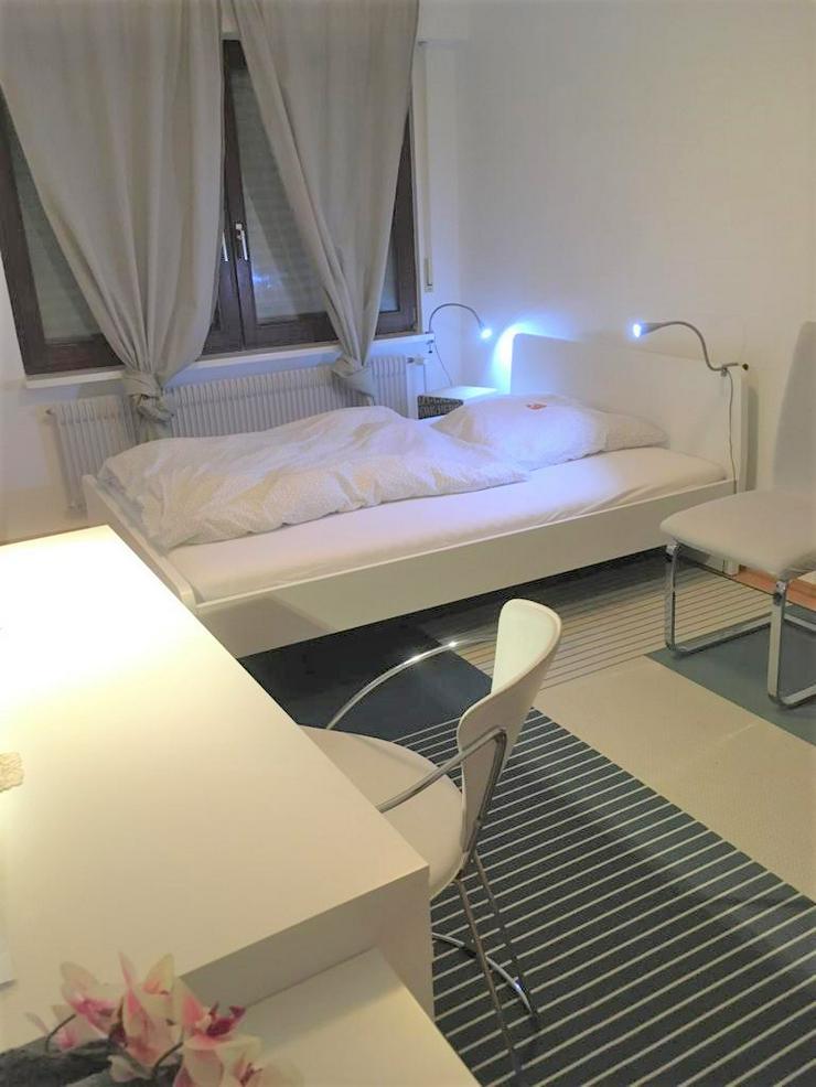 Gästezimmer mit Internet, TV, Waschmaschine, Trockner, Teilung Bad/Wc und Küche, Fahrradabstellplatz - Zimmer - Bild 1