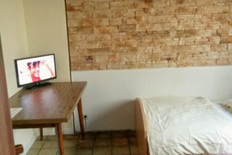 günstiges möbl. Gästezimmer mit EtagenDusche/Wc, Internet, TV