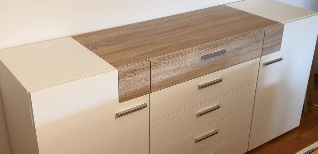 Bild 4: Ecksofa (Couch) + Wohnwand + Sideboard + Tisch + Schwingstühle