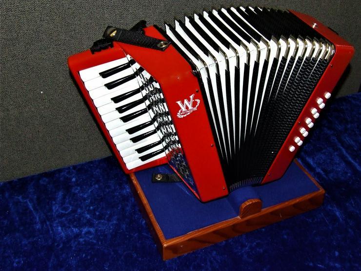Weltmeister Kinder-Akkordeon 12 Bässe / 22 Diskanttasten rot gebraucht - Akkordeons & Harmonikas - Bild 1