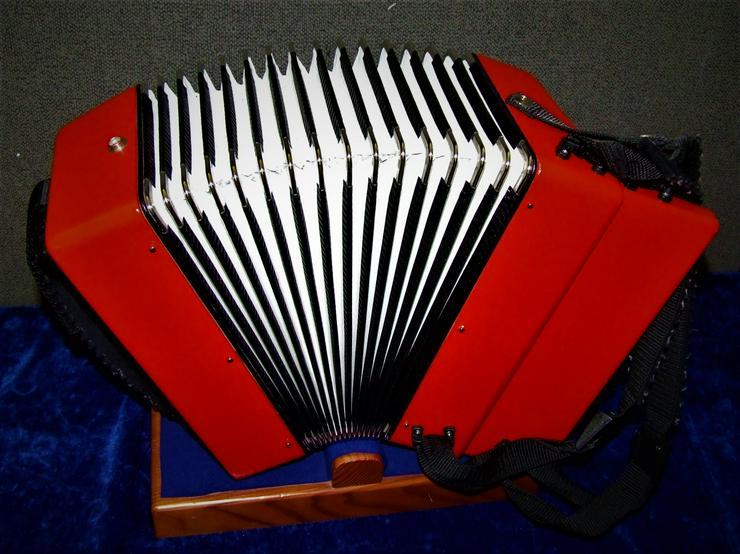 Bild 2: Weltmeister Kinder-Akkordeon 12 Bässe / 22 Diskanttasten rot gebraucht