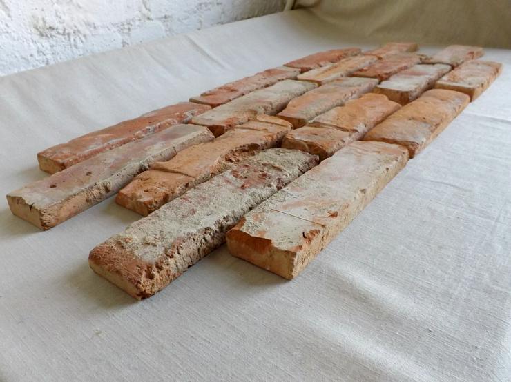 Bild 4: Klassisch rote Antikriemchen Klinkerriemchen original Mauerziegel aus der Region Verblender Ziegel Backstein rustikal Loftoptik Steinwand Wandverkleidung Wandpaneele Ziegelwand Fliesen