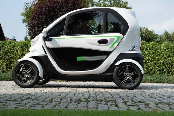 E-Auto,Kabinenroller,Mopedauto,Elektrokleinwagen mit Winterreifen