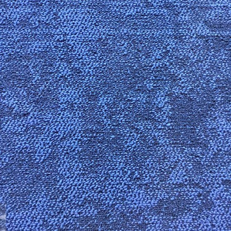 33m2 Custom Made Blue Interface Teppichfliesen