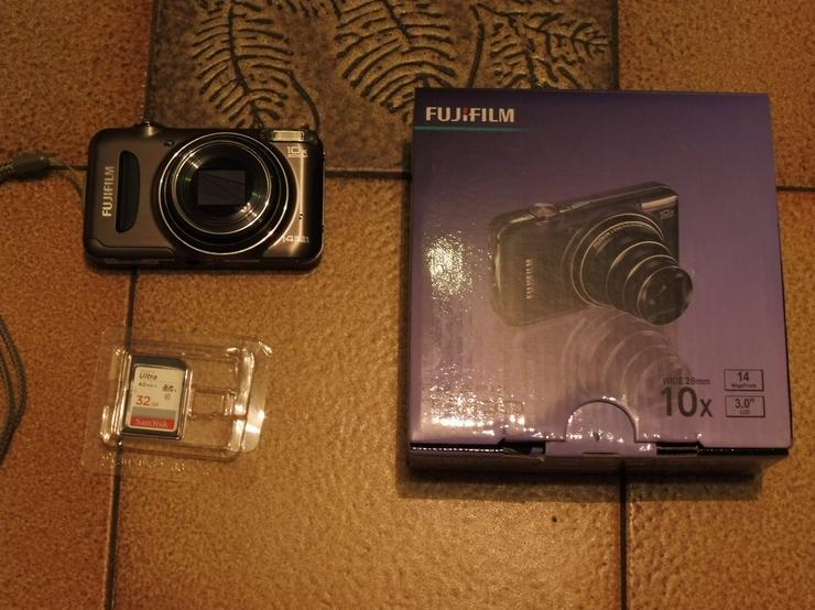 Kamera v. Fuji Film Fine PIX T300 + Tasche + Speicherkarte 32 GB