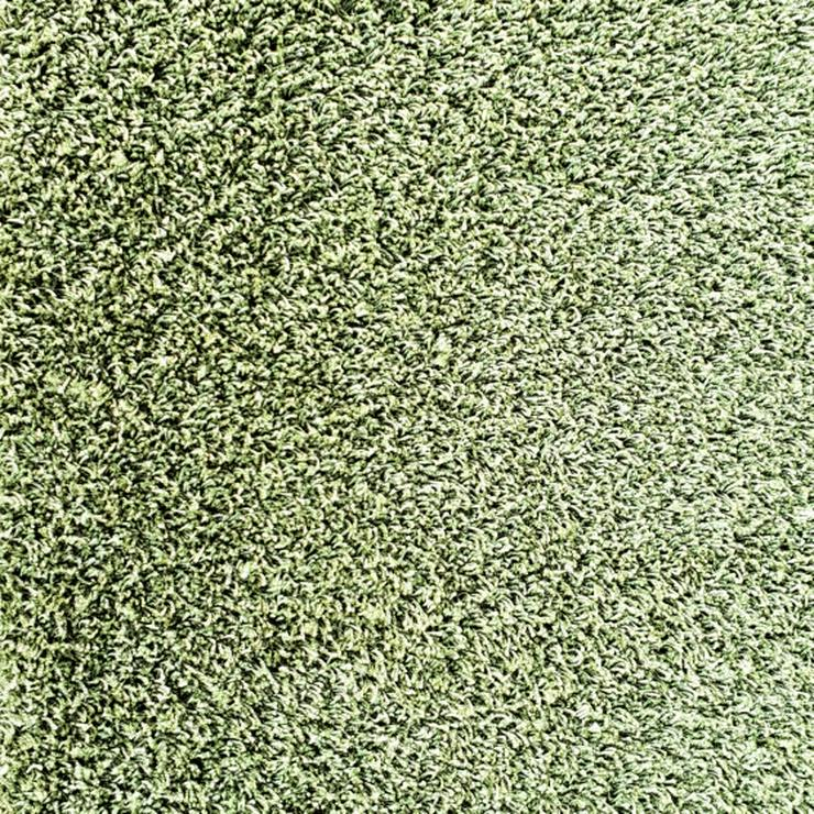Dicke hochflorige grüne Teppichfliesen von Interface