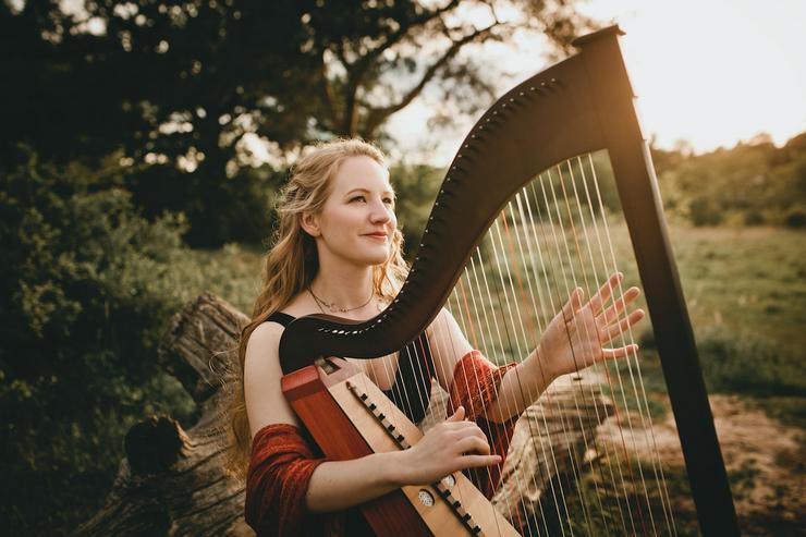 Bild 2: Professionelle Dudelsackspielerin & Harfenistin - Harfe, Dudelsack & Gesang