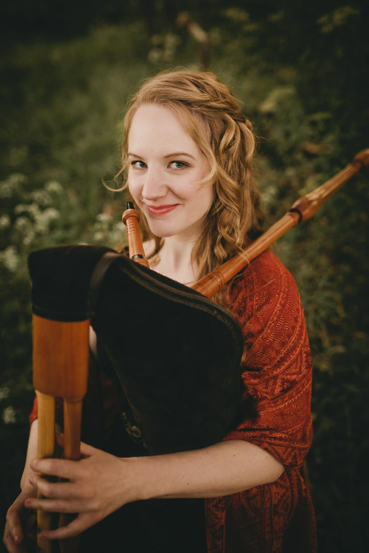 Bild 6: Professionelle Dudelsackspielerin & Harfenistin - Harfe, Dudelsack & Gesang