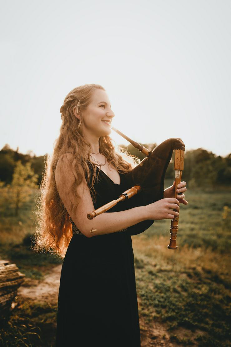 Bild 5: Professionelle Dudelsackspielerin & Harfenistin - Harfe, Dudelsack & Gesang