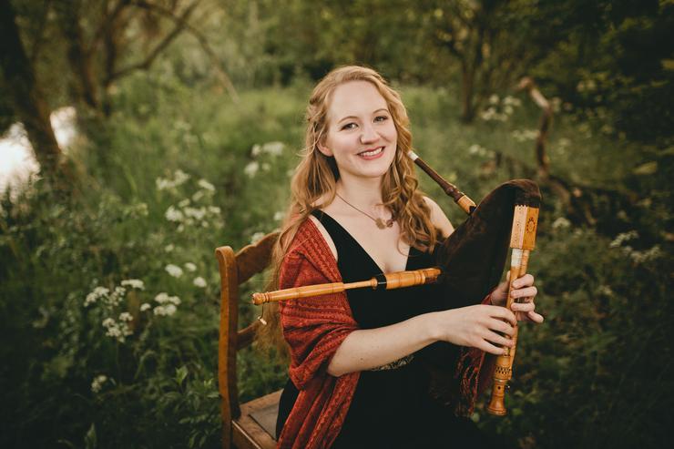 Bild 4: Professionelle Dudelsackspielerin & Harfenistin - Harfe, Dudelsack & Gesang