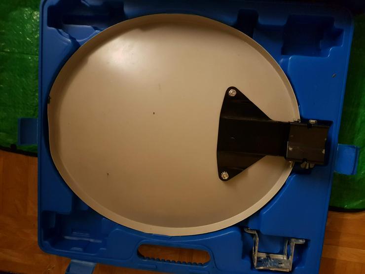 Bild 3: Komplettsatanlage mit Schüssel und Reseiver 150VB.