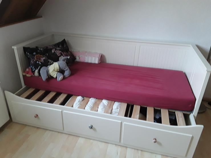 Bett Holz weiss ausziehbar zu verkaufen