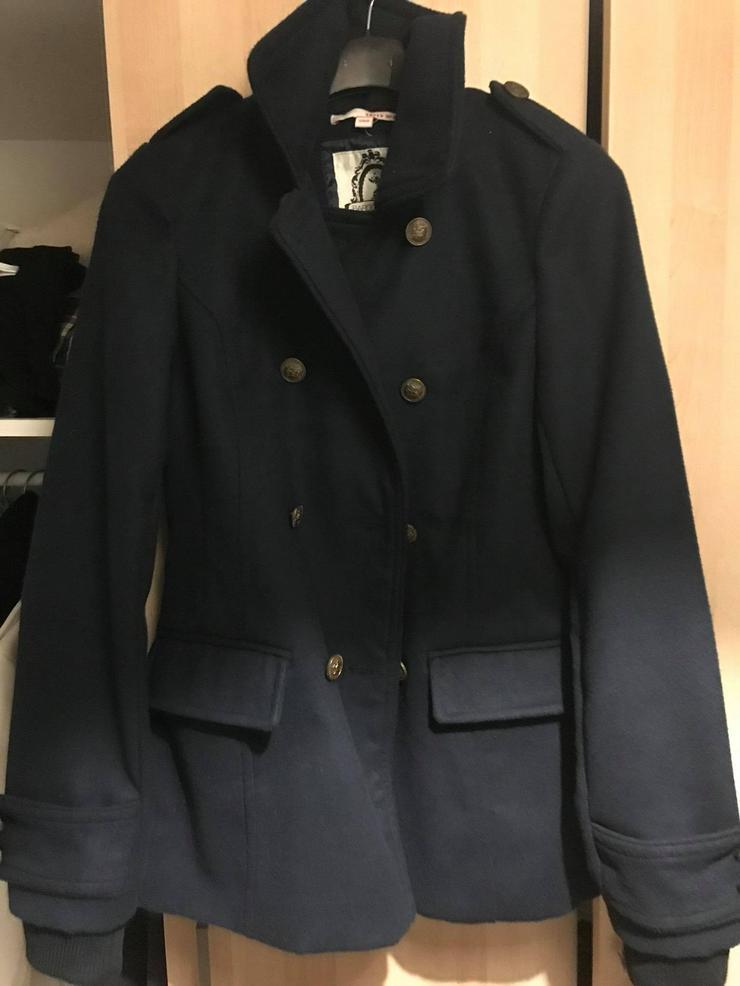 Blaue Jacke in neuwertigen Zustand