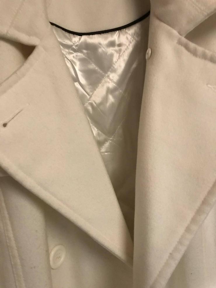Bild 2: Weiße Jacke in neuwertigen Zustand