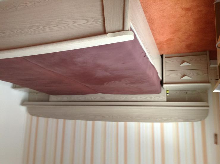 Schönes komplettes Schlafzimmer wegen Umzug kostengünstig zu verkaufen. Keine Mängel . Matrazen und Lattenrost  2 Jahre alt.  - Kompletteinrichtungen - Bild 1