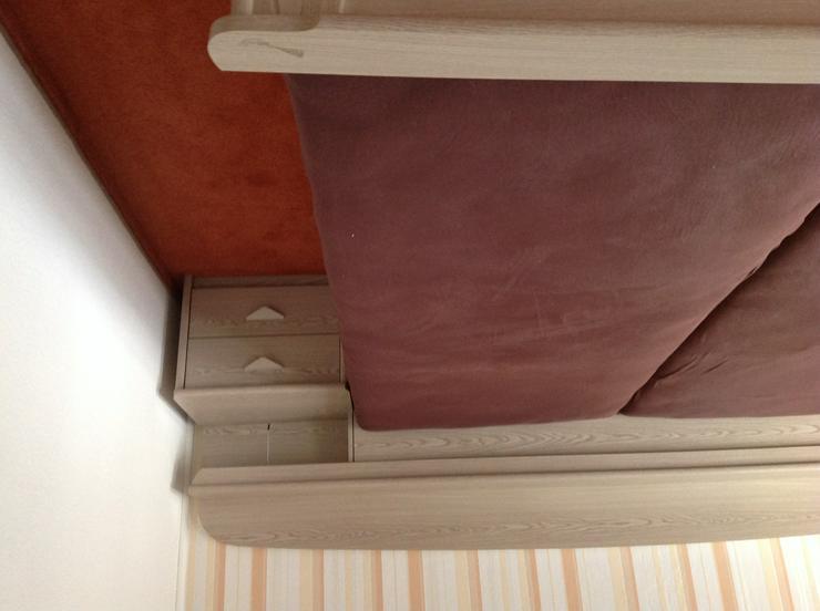 Bild 3: Schönes komplettes Schlafzimmer wegen Umzug kostengünstig zu verkaufen. Keine Mängel . Matrazen und Lattenrost  2 Jahre alt.