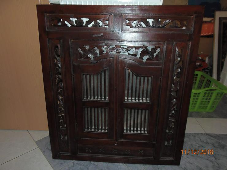 Holzverzierter Spiegel mit Holzrahmen und Türen, 80cm x 90cm, Spiegelfläche 45cm x 50cm