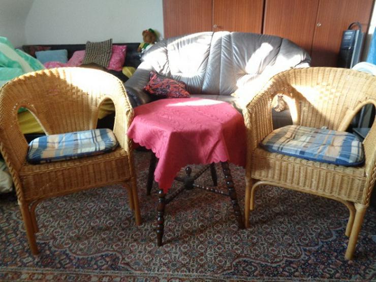 Antiker? Beistelltisch Gründerzeit? Um 1900? + 2 Rattan? Stühle