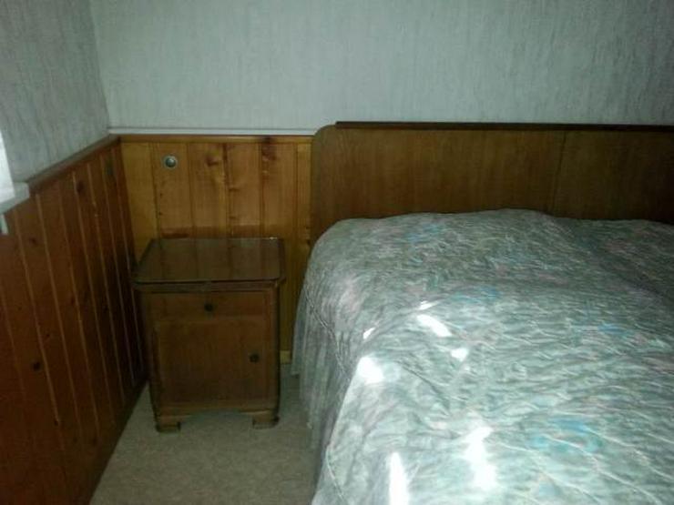 antikes Schlafzimmer in Friedrichroda - Cumbach auf Kleinanzeigen.de