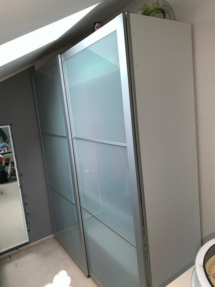 PAX-Kleiderschrank mit Schiebetüren (weiß/buche/silber) - Breite 2,00m, Höhe 2,40m