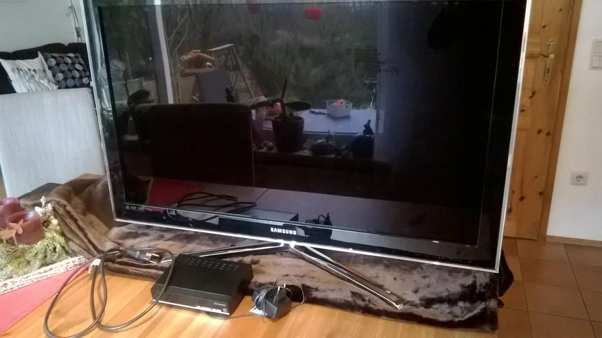 SAMSUNG LCD SMART TV, 102 cm Diagonale + Sat-Receiver + schwenkbare  Wandhalterung
