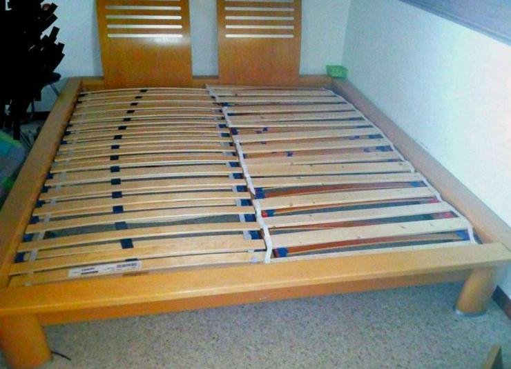 Massivholzbett mit 2 Roll-Lattenroste 180/200