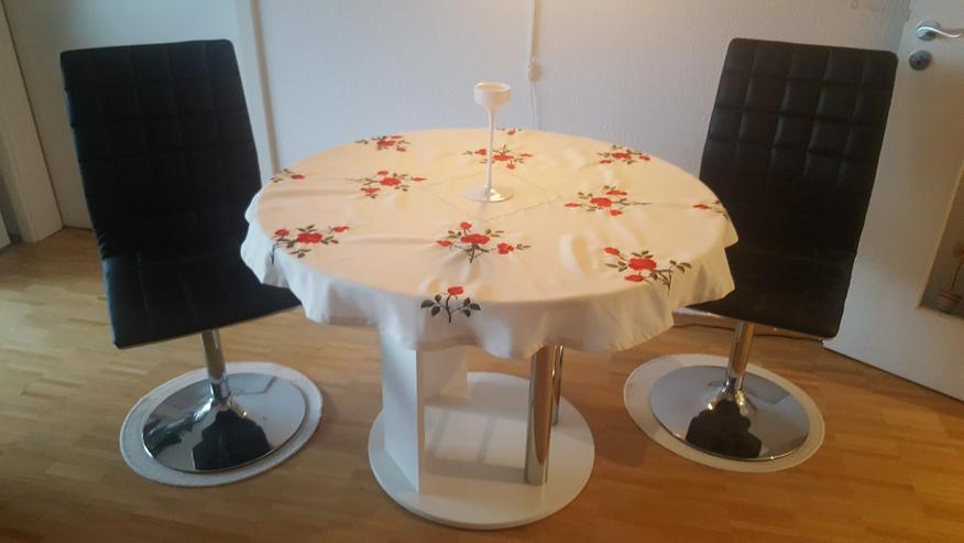 Schicker Rund-Tisch mit 2 bequemen Sesseln