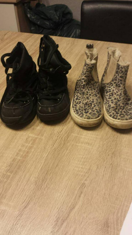 10 Paar Schuhe Größe 30-31 abzugeben