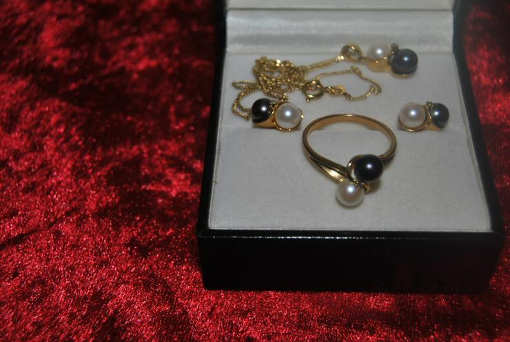 Schmuckset 333 Gold,weiße und dunkelgraue Akoyazuchtperlen mit Diamanten besetzt
