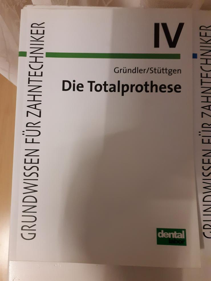 """Fachbuch für Zahntechniker """"Die Totalprothese"""" zu verkaufen"""