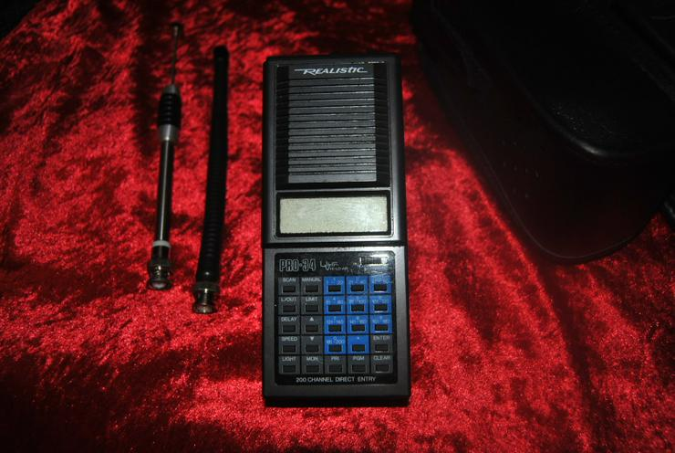 Vintage Realistic Pro-34 VHF/UHF 200 Channel Programmable Scanner / Receiver