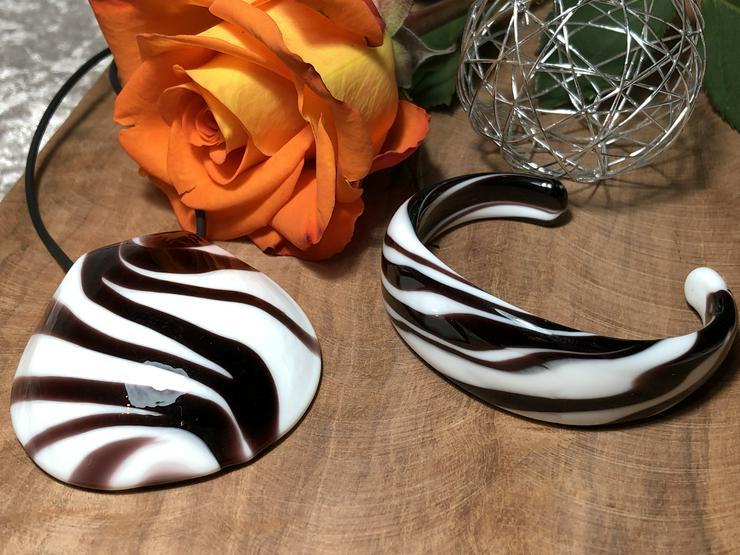 Schmuck Set im Zebrastil aus Muranoglas
