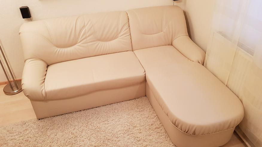 Verkaufe Neuwertige Couch mit Ottomane in Creme