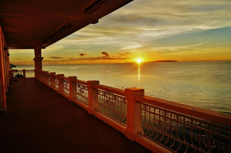 Leben oder Ruhestand unter Palmen. Luxuriöses Penthouse mit 227 qm direkt am Meer.