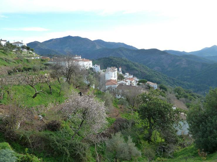 Kunst und Natur in Andalusien – Künstlerhaus in weißem Bergdorf