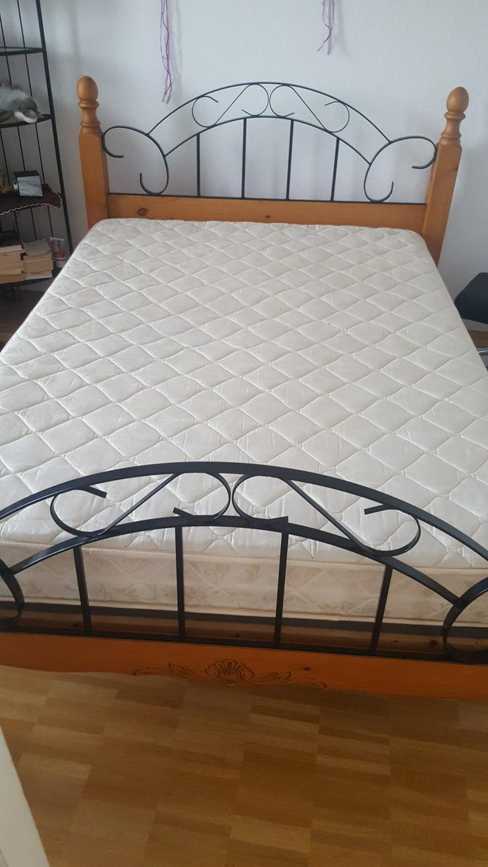Bequemes und schickes Bett