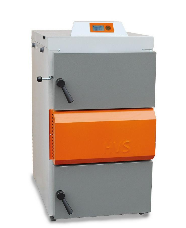 1A Holzvergaser 40 kW + 3 St. Pufferspeicher 1000 Liter. prehalle