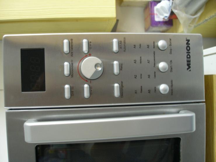 Bild 2: Mikrowelle mit Heißluft und Grill