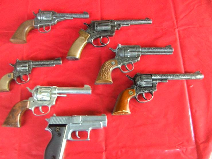 Bild 4: 7x Spielzeugpistolen Karneval KINDERSPIELZEUG Ideal Modelle Sammler,Revolver