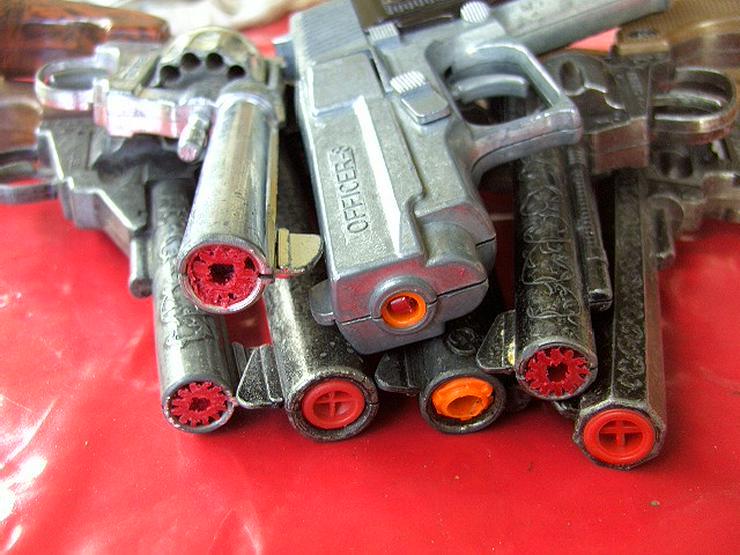 7x Spielzeugpistolen Karneval KINDERSPIELZEUG Ideal Modelle Sammler,Revolver - Spielwaren - Bild 1