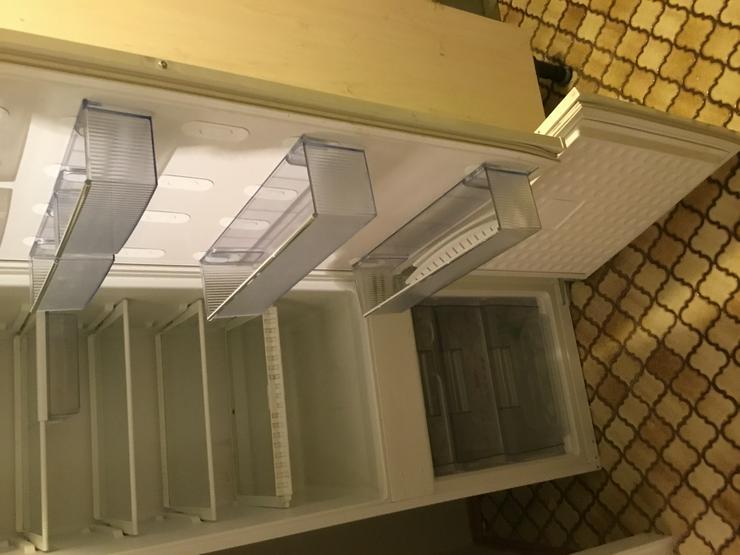 Verkaufe gebrauchten NEFF-Kühl- mit Gefrierschrank inkl. Einsätzen guter Zustand gegen Abholung; Gesamtpreis: 50 €