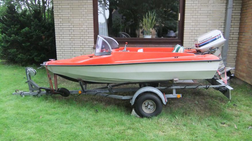 Bild 6: Motorboot mit Straßentrailer